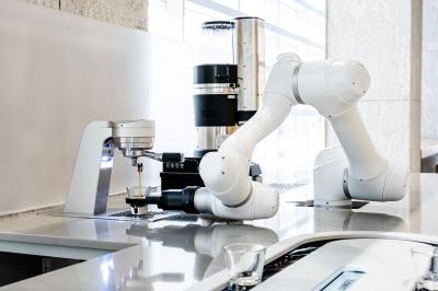 분당 두산타워에는 회전형 레일 시스템 사용, 커피 전달 로봇이 있다